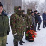 Школьники - члены военно-патриотических клубов - с руководителем Алексеем Мызниковым
