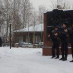 Караул серовской полиции. Раздаются автоматные залпы