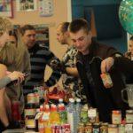 """Бар со спортивным питанием пользуется популярностью у посетителей. Фото: Константин Бобылев, """"Глобус""""."""