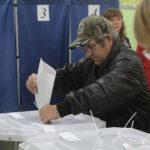 """Половина из написавших заявление в день выборов, 18 марта, будет находиться за пределами города. Фото: архив """"Глобуса""""."""