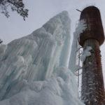 В Карпинске вырос огромный ледяной сталагмит