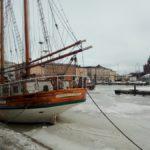 """В порту Хельсинки корабли всех размеров: многопалубные круизные паромы, морский трамвайчики на сотню человек и яхты. Фото: Екатерина Баязитова, """"Глобус"""""""