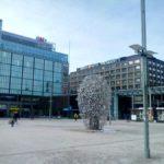 Памятник предпринимателю на площади Наринккатори. Фото: Ольга Ералёва.