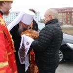 """Хлеб и соль от жителей Серова. Фото: Мария Чекарова, """"Глобус""""."""