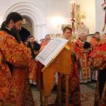 """На литургии была зачитана глава из Евангелия. Фото: Мария Чекарова, """"Глобус""""."""