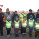 """Участники """"Родительского патруля"""" в серовском поселке Энергетиков. Все фото предоставлены отделом ГИБДД Серова."""