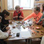 """Посетители могли принять участие в мастер-классах. Фото: Константин Бобылев, """"Глобус""""."""