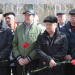 """Ликвидаторы аварии. С каждым годом их приходит к мемориалу все меньше... Фото: Константин Бобылев, """"Глобус""""."""