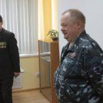 """Игорь Ларионов (справа) говорит, что это только начало проведения уроков мужества. Фото: Константин Бобылев, """"Глобус""""."""