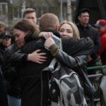 """На отправку пришли родные и близкие ребят. Фото: Константин Бобылев. """"Глобус""""."""