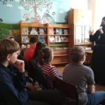 Отец Алексий рассказал школьникам о Кирилле и Мефодии. Фото: библиотека №1.