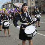 """Юные барабанщицы шли впереди торжественного шествия. Фото: Мария Чекарова, """"Глобус""""."""