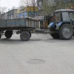 """Некоторые участки дороги были перекрыты тракторами. Фото: Мария Чекарова, """"Глобус""""."""