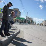 """На отремонтированной в прошлом году дороге по улице Ленина обнаружились трещины. Фото: Константин Бобылев, """"Глобус""""."""