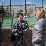 """Жители довольны благоустройством двора, но хотели бы больше парковочных мест. Фото: Константин Бобылев, """"Глобус""""."""