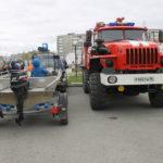 """Ребята могли сфотографироваться на пожарной машине и в лодке. Фото: Мария Чекарова,""""Глобус""""."""