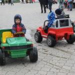 """Юные серовчане с большим удовольствием катались в электромобилях. Фото: Мария Чекарова,""""Глобус""""."""