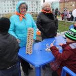 """Площадка для игры в """"Дженга"""" пользовалась популярностью. Фото: Мария Чекарова,""""Глобус""""."""