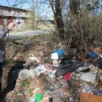"""Активисты ОНФ проверили наличие несанкцонированных свалок в СЕрове в конце мая. Фото: Константин Бобылев, """"Глобус""""."""