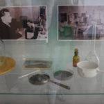 """Образцы продукции и шлака, подаренные Серовскому историческому музею в 1970 году. Фото: Мария Чекарова, """"Глобус""""."""