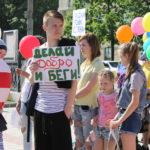 """Серовчане придумали много разнообразных смешных лозунгов. Фото: Мария Чекарова, """"Глобус""""."""