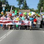 """Шествие по улицам Серова. Фото: Мария Чекарова, """"Глобус""""."""