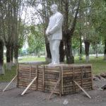 """Сейчас постамент памятника  залит свежим цементом. Фото: Константин Бобылев, """"Глобус""""."""