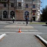 На улице Льва Толстого пешеход попал под колеса ВАЗа. Фото: ГИБДД Серова.