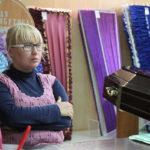 """Елена Пономарева признается, что была """"в шоке"""" от поведения полицейских: """"Не хотела бы в этот день оказаться на месте клиента"""", - говорит диспетчер """"Обряда"""". Фото: Константин Бобылев, """"Глобус""""."""